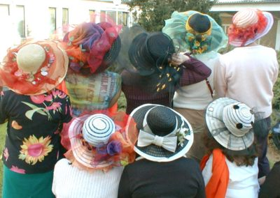 Galerie-atelier-chapeaux-adultes-morier-01-photo-groupe